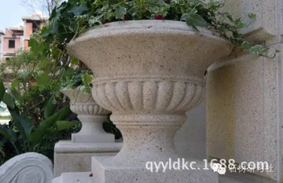 制作加工黄锈石石雕花盆 各种优美造型石雕花盆